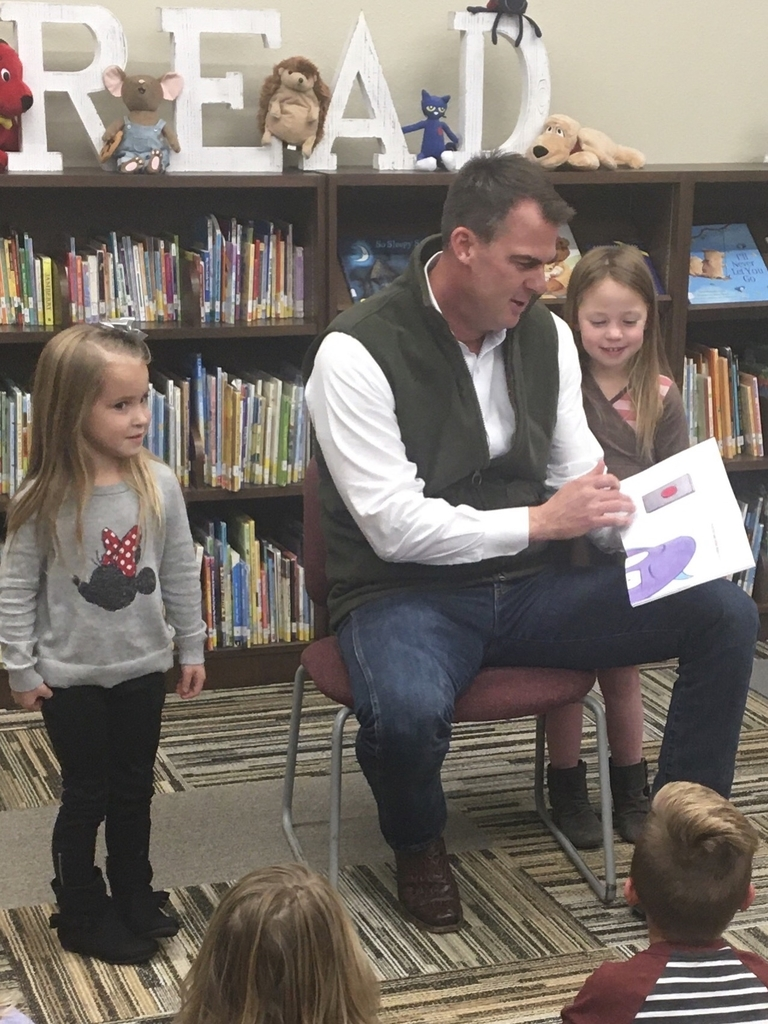 Governor Stitt reading to the Pre-K class